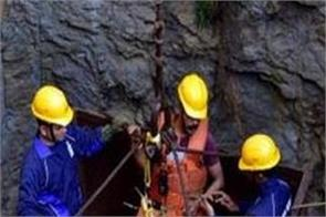 navy and ndrf team landed in mine for save the laborers
