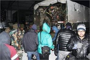 sikkim army rescued 2500 tourists stranded in nathu la icebury