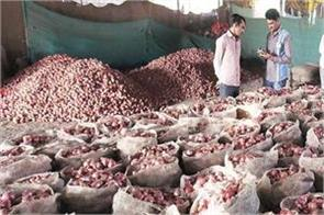 the farmer got the price of seven quintals of onion just rs 1064
