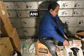delhi 100 private lockers seized in chandni chowk