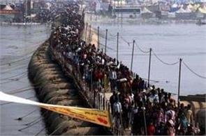 the devotees in prayag mela mixed with relatives