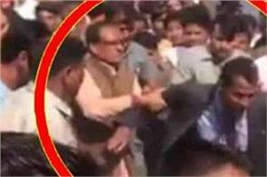 cm shivraj singh slams the security person