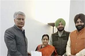 delegation of punjab congress mps met with union foreign minister sushma swaraj