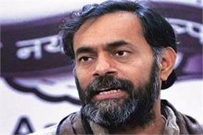 yogendra yadav said kejriwal decision shameful