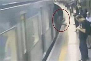 push woman ahead of train