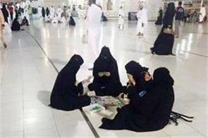 women in the mosque of mecca were worn by burqas
