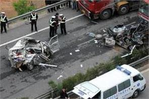 8 killed in china road collapse