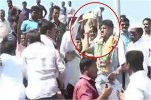 karnataka slaps away phone of a man who was trying taking a selfie