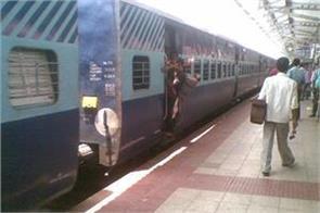 boy coming down the moving train rpf jawan saved him