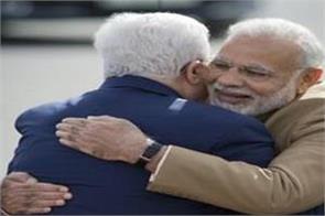 palestine president breaks protocol to welcome pm modi