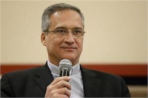 vatican communications chief resigns during letter dispute