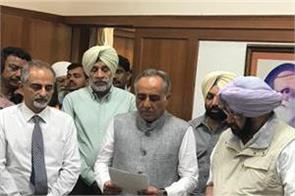 amarinder administers oath of office  secrecy to psssb chairman