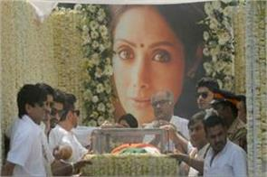 why the body of sridevi is wrapped in the tricolor raj thackeray