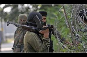 militants absconding after brief encounter in pulwama