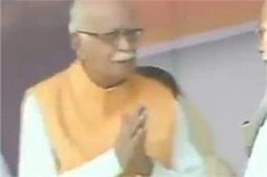 pm modi avoid advani in stage