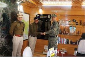 crpf jawan honured by officers in kashmir