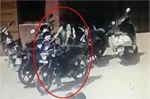 thief cleaned his hand on the bike standing outside the hospital