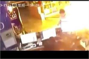 café fridge explosion child leaved customer
