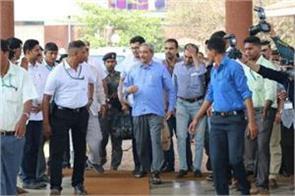 manohar parrikar can go abroad for treatment