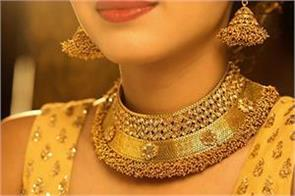 gold tumbles by rs 650 on fall in demand