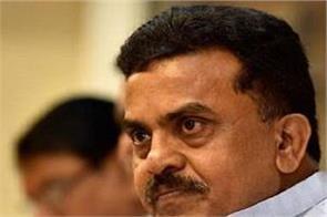 reliance group sent sanjay nirupam to defamation notice