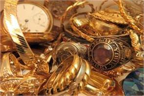 gold recovers level of rs 32 000 silver too strong