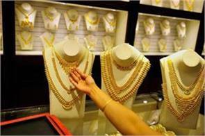 wedding buzz lifts gold to rs 32 450
