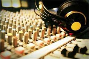 career options emerging in the world of radio jockey