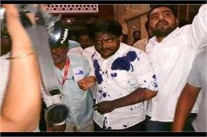 ink throw heart on hardik patel in ujjain