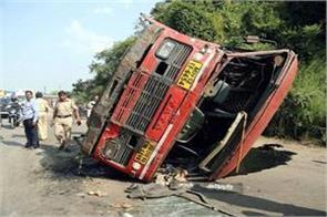 three killed 25 injured in maharashtra bus accident