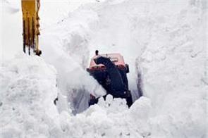 2 feet snowfall in rohtang pass