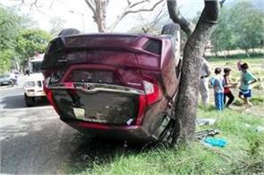 car overturn after collision from tree