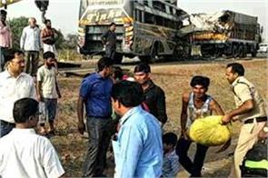 11 people dead in road accident in guna