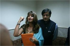fight between sunanda and tharoor in the flight after the assault