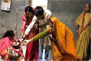 tej pratap arrived temple with his bride