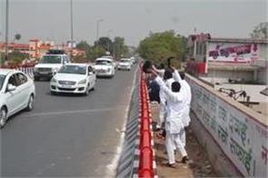 cm yogi adityanath black flags showing bad stranded sp worker