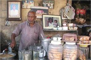 this poor tea seller raises the cost of teaching and eating of 70 children