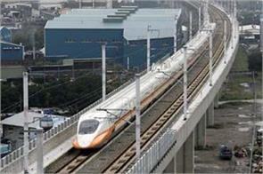 the wall of the bullet train will be built on the edge
