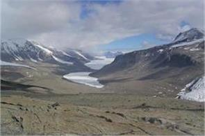 mountains ranges and 3 deep valleys in antarctica