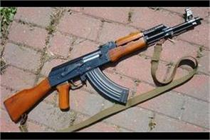 militants snatched rifle from police cops in kashmir near cm house