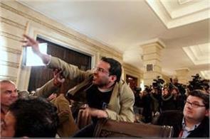 iraqi journalist shouting shoe at bush is fighting