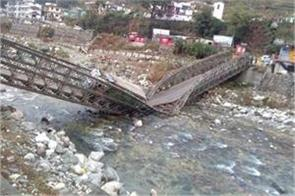 bridge collapse 5 students die 20 missing