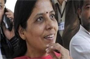 kejriwal wife sunita warns lg on twitter
