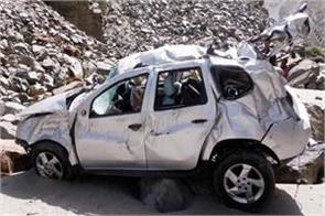 car fall into 200 feet deep ditch death of 2 on spot