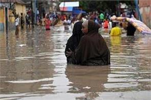 heavy rains landslides kill 7 in sri lanka