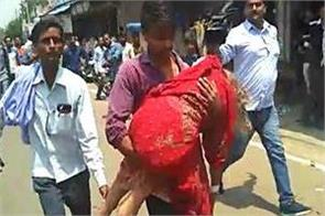 traffic stopped due to cm yogi son injured mother to the hospital on shoulder