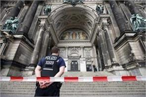 police shot dead a knife in berlin cathedral