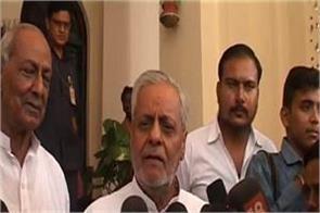 sp delegation meets governor demands president rule in uttar pradesh