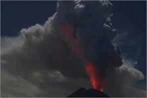 airport closes after bali s volcanic eruption in indonesia