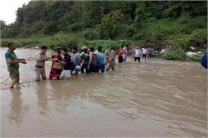 25 tourists stranded due to rising water level in guchupani